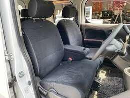 ★運転席シートの状態良好です♪キューブのシートは大きく柔らかいので大変気持ちよくお乗り頂けます♪