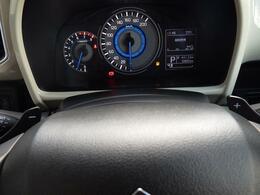手元でシフトのUP/DOWNができ、手軽にマニュアル車感覚の運転を楽しめるパドルシフトを装備しています。