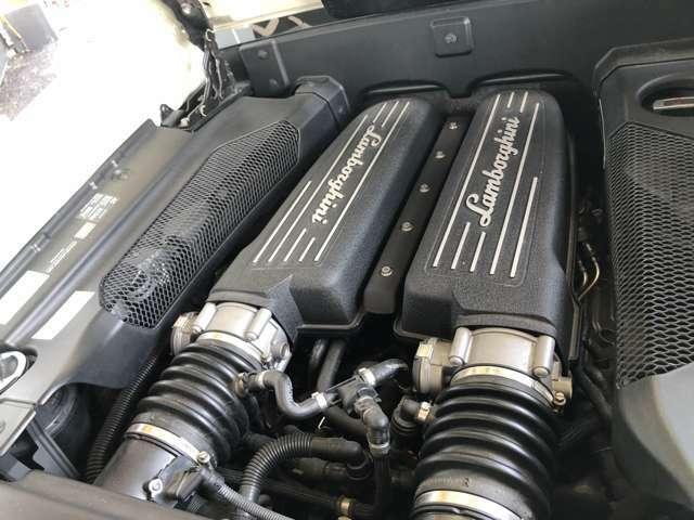 パワートレインは、V型10気筒 DOHC 4バルブ 5,204ccのエンジンを搭載。