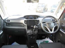 ブラック基調のカラーセンターメーター!クールなインパネ!運転席側に【インパネアッパーボックス】増設。