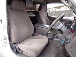 広々運転席 ゆったりした姿勢で運転できますので長距離運転も安心♪