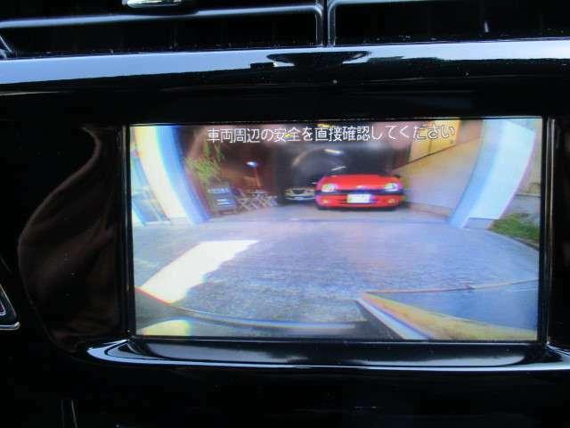 車庫入れ時に便利なバックカメラ付き!バックソナーも付いてるので更に安心です。ナビ、TVも付いてます!
