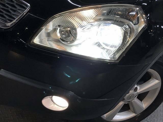 視認性の高いキセノンヘッドライトが装備されております!
