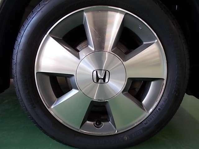 純正15インチアルミ装備!タイヤは2020年製でまだまだお使いいただけます!