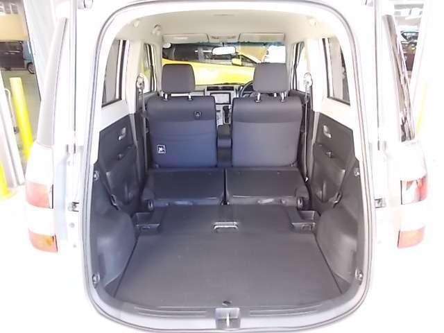 【ラゲッジスペース】後部座席の背もたれを倒せば大きなお荷物も大丈夫!いざという時も頼りになります♪