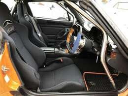 運転席も助手席もバケットシート