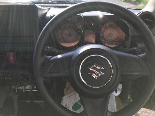 ハンドル周りもすっきりしたデザインで運転しやすいです☆
