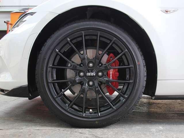 クリーニング済み綺麗な純正ブラックメタリック塗装BBS鍛造17インチアルミホイール&bremboブレーキ&ビルシュタインショックアブソーバー!アルミホイールのリム傷も有りません!