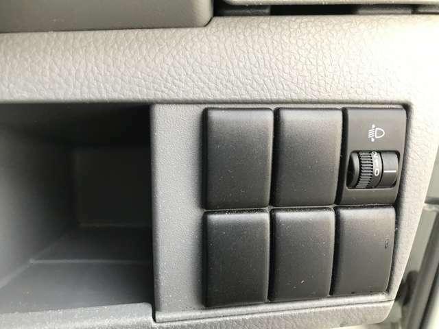 *レベライザー(ライト光軸調整ダイヤル)*ダイヤルを回して、ヘッドライトの向きを変えます!
