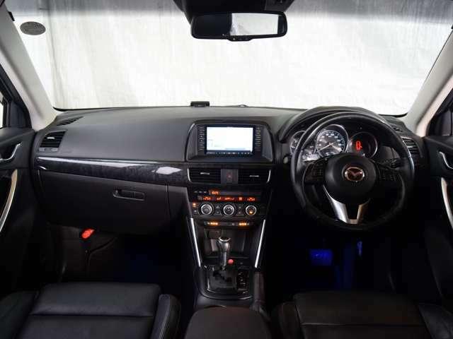 安全装備には、デュアル/サイド/カーテンエアバック・ABS・横滑り防止装置・衝突被害軽減ブレーキ・障害物センサー・衝突安全ボディーを採用。盗難防止にはイモビライザー付です★