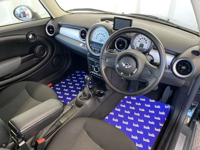 すっきりとしたシンプルな内装の造りは欧州車の魅力!細部にまでこだわり抜かれたデザインが自慢ですので是非じっくりとご覧くださいませ。