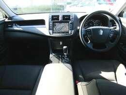 高級感溢れるブラック内装!!シートやハンドルのスレやダッシュの状態も良くクリーンな内装です!安全面もエアバック&ABSで安心です!