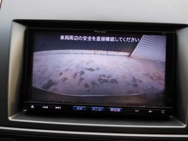 駐車も安心のリアカメラ付です