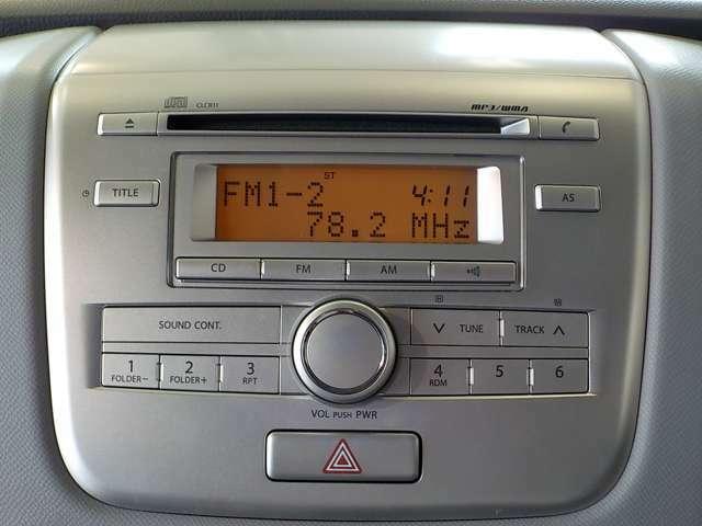 ナビは付いておりません。CDの挿入口はありますので、音楽を聴いて頂く事は可能です。