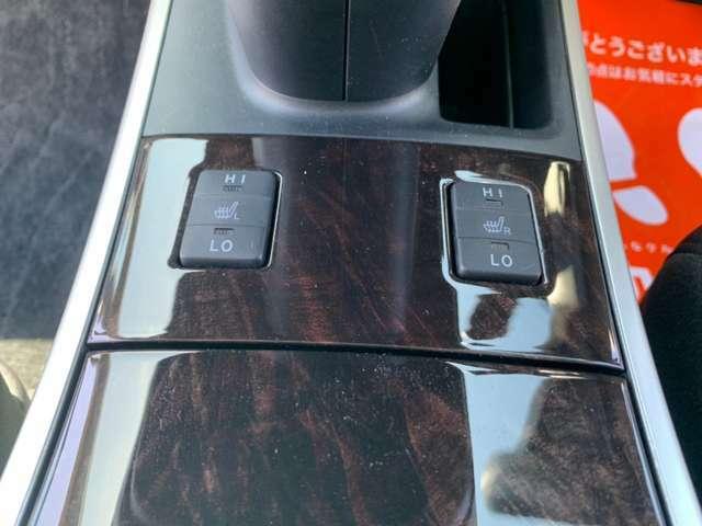運転席、助手席にはシートヒーターが装備されております(^^)/
