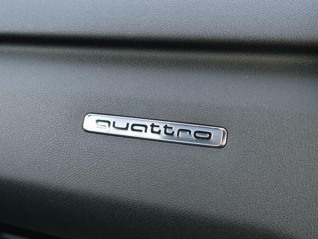 【quattroシステム】新世代の4WDシステムはインテリジェントなquattroの制御により、絶えず走行条件をモニターし、状況に合わせて最適な駆動トルクを前後アクセルに配分します。