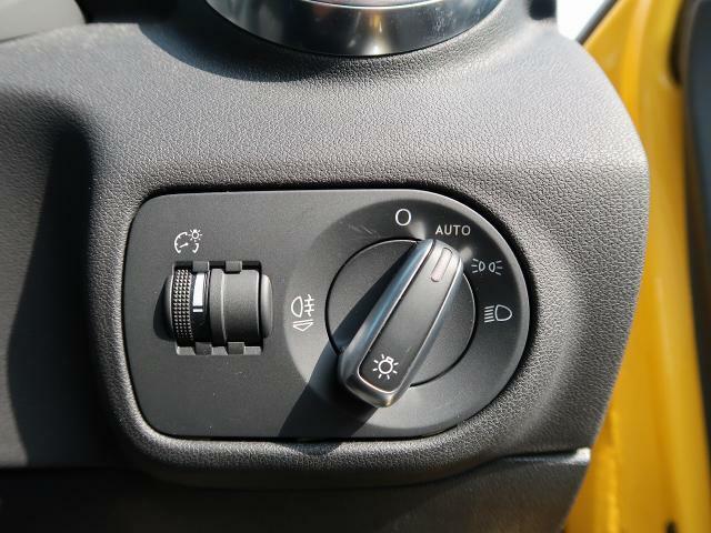 【オートライト】AUTOにつまみを合わせると、状況に合わせたライトを自動で点灯します。