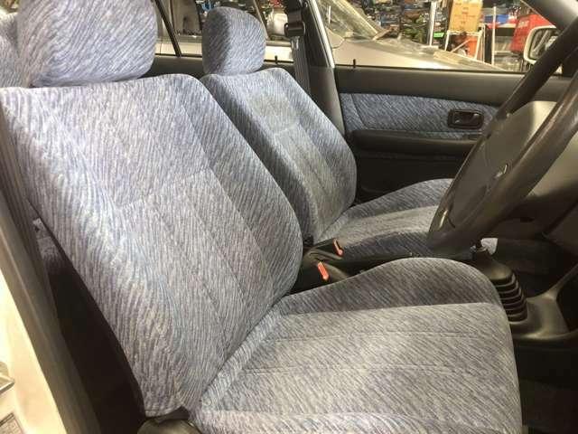 フロントシート綺麗です!あの頃のダイハツ柄シート素敵ですよ!