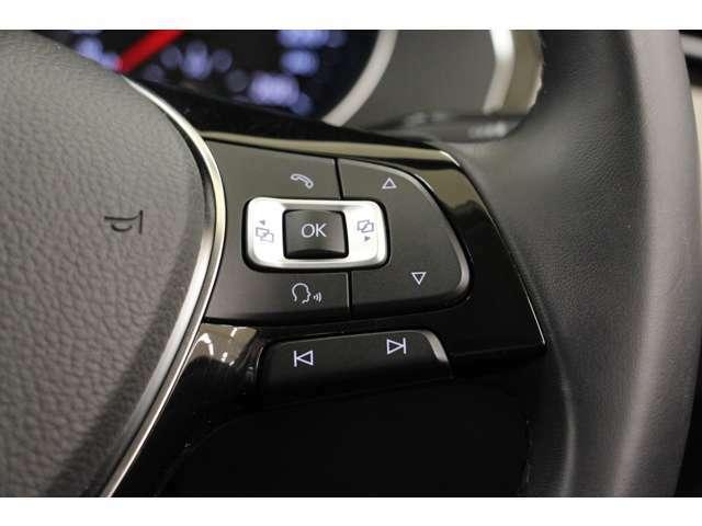 前方から視線を逸らさずオーディオ操作が可能です。運転中の通話機能を充実させ、ドライブが更に楽しくなります。