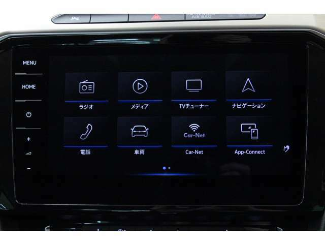 タッチ操作で車両設定、ナビゲーション、メディアの操作が行えます。