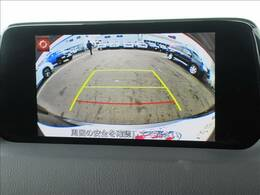 【カラーバックモニター】を装備しております。リアの映像がカラーで映し出されますので日々の駐車も安心安全です。【カラーサイドモニター】も装備しております。