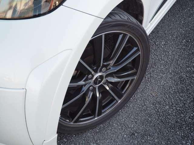 Weds LEONIS SL 17インチアルミホイール RSRダウンサス ダウン量20~25mm 低過ぎず高過ぎずバランスの良いスポーティーな車高が保たれております。タイヤはYOKOHAMA S.drive 195/45R17 2015年製造