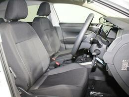 乗降しやすく、ロングドライブでも疲れにくいフロントシート。