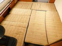 ダイネット部分ベッド展開時サイズ 198cm×180cm