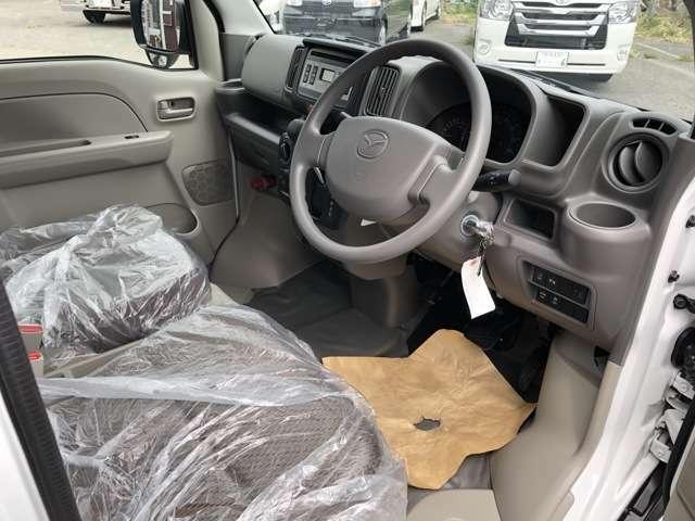素敵なカーライフは綺麗なお車から♪当店では、全車室内クリーニングを実施しております!クリーニング専門スタッフが細かく隅々まで清掃し、ご納車させていただきます!