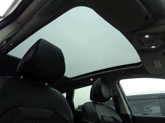 ☆大型パノラミックルーフ☆車内が明るくなり開放的なドライブをお楽しみいただけます☆