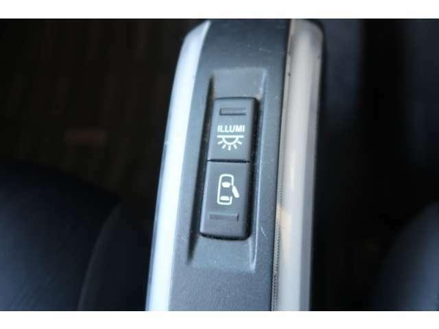 タントエグゼカスタムには、「カスタムX」、フロアイルミネーションなど装備を充実させた「カスタムG」、4WDモデルの「カスタムS」と、64馬力ターボを搭載する「カスタムRS」の計4タイプ設定する。