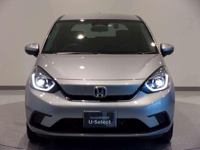 LEDヘッドライト、HIDより明るく省電力のヘッドライトが装着されています。点灯忘れも防止できるオートライトコントロール機能がついているので、夜間のドライブもより安全に楽しめますよ。