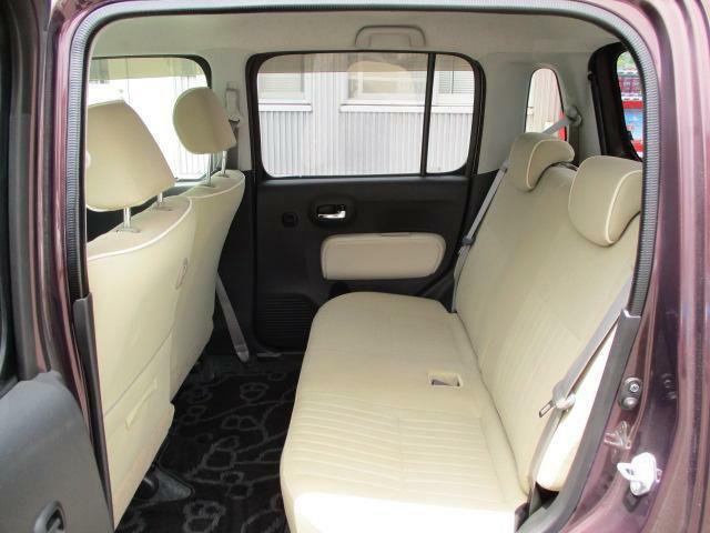 リヤシートも全車消毒済み。リラックスできるゆったりした空間♪ドアには小物を収納できる便利な【リヤポケット】付。