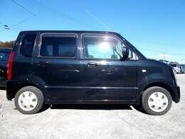 人気のブラック!側面は他車の映り込みでキズではございません。