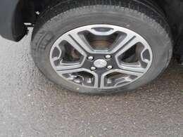 純正15インチアルミです。スタッドレスタイヤは165-70-14にインチダウンが可能です。リーズナブルにスタッドレスタイヤの購入が可能です。
