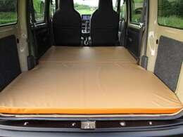 遊カ~ズシンプルキャンパ~オリジナルのベッドマットソフティ!リバーシブルマット!自由長空間190cm全長174cm最大幅130cm大人2名余裕で就寝!ウレタンはT50を採用して心地よい寝心地を実現!