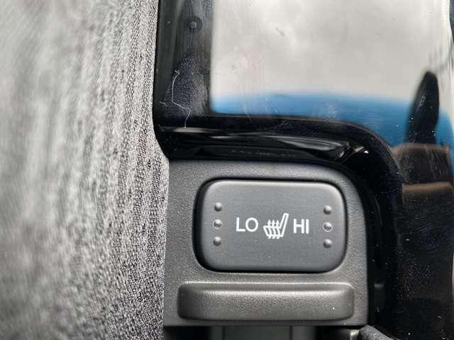 【シートヒーター】エアコンの温風で体を温めることとは異なり、車内の乾燥を防ぎつつ体もポカポカです♪寒い日には大活躍間違いなし!