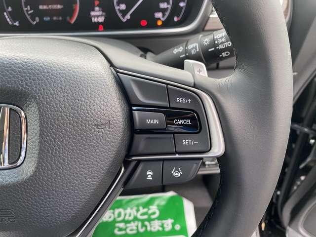 【アダプティブクルーズコントロール】高速道路で便利な自動で速度を保つクルーズコントロールが、衝突軽減システムと連携し、前方の車両を感知して車間を保つように速度調節してくれます♪