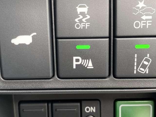 【リアパーキングセンサー】リアバンパーに付いたセンサーが障害物が一定の距離に近づくとアラームで教えてくれます♪苦手な車庫入れも安心ですね♪