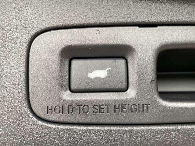 【ハンズフリーアクセスパワーテールゲート】手が荷物で塞がっていても足で開ける事が出来ます♪
