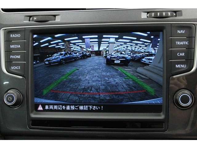 バックカメラの映像です。 後退時はガイドラインも表示され、安全に後退駐車が可能です。
