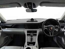 キレイにまとまったお車です。内装のカラーも落ち着いた色味でかなりgoodです。