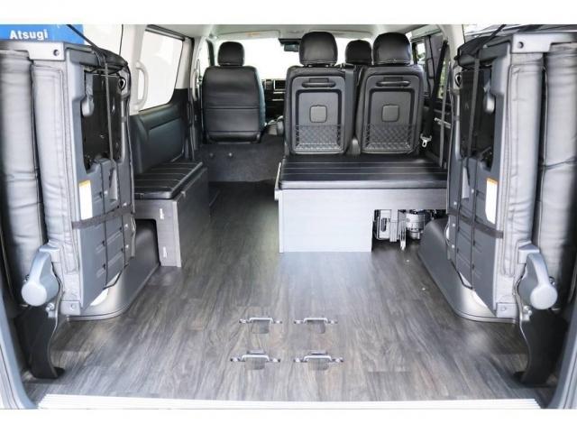 4列目シートは跳ね上げて格納することもでき、広い空間を確保しお荷物を載せる空間として確保することができます!!