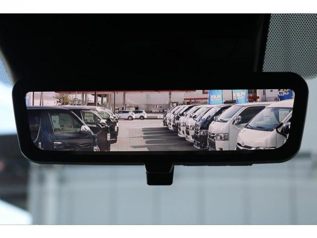 メーカーオプションのデジタルインナーミラーを搭載しており、運転中、駐車する際の車両後方の視野を確保することができます!!