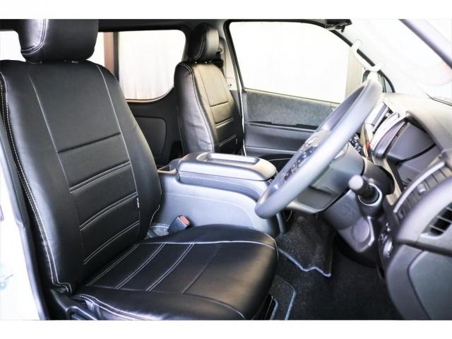 運転席、助手席共にFLEXオリジナルの黒革調シートカバーを装着しており、統一感のある印象となっております!!