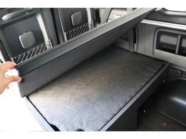 フルフラットにするために使用した板は、格納することもでき、車内の景観を崩すことはありません!!