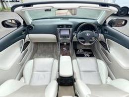 オープンカーに本革は、高級感があります!OPのマクレビ付きで、音質良し☆HDDナビや地デジTV・BT/USB音楽・Bカメラ・ETC・パドルシフトなど豪華装備満載の一台物♪検も満タンに付いた総額でお買得
