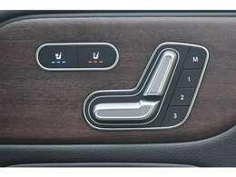運転席には電動シートとシートヒーター更にベンチレーターを装備☆