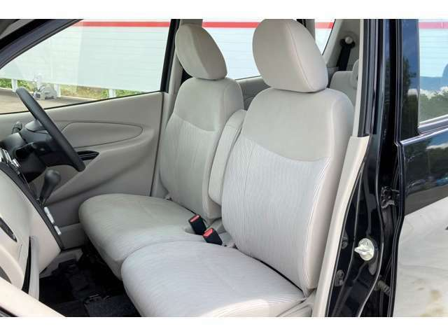 運転席側シートにはタバコによるコゲ跡等は見受けられませんでした!