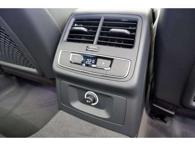 後部座席にもエアコンが装備されており、温度も調節していただけます